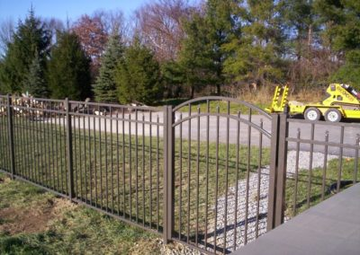 Shown here in OnGuard Bronze, Siskin offers matching gates in arched and straight top and in widths of 3 to 6 feet for single gates, 6 to 12 foot for doubles. Of course, you can order Siskin in any of the 5 OnGuard colors.