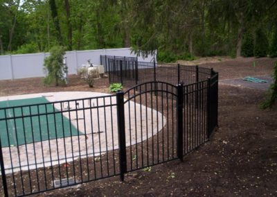 Matching Starling style arched top gates are in stock in 4 and 5 foot widths (pool code and black only). Straight tops are stocked in 3, 4 and 5 foot single leaves and all our OnGuard gates come with hinges.