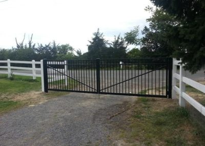 OnGuard Aluminum Fence Systems offer Estate gates in all heights, styles and in any of their colors.