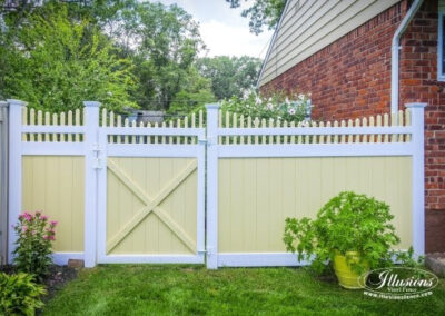 Illusions T&G vinyl privacy fence panels with a scalloped Victorian picket top panels aith a matching gate. Shown here with Patio White rails, posts, pickets and gate frame and Saraha boards (pickets).
