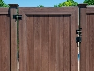 Wood Grain Vinyl Fence By Grand Illusions Vinyl Woodbond